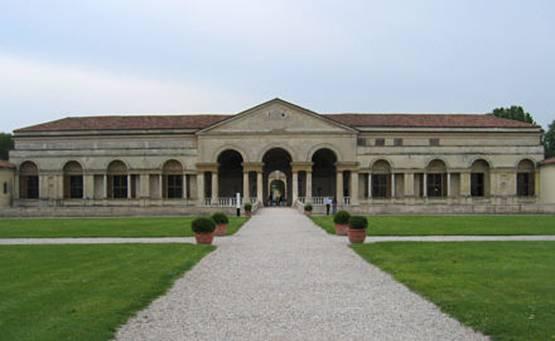 Palazzo te il bugnato le camere del palazzo - Pilozzo da esterno ...
